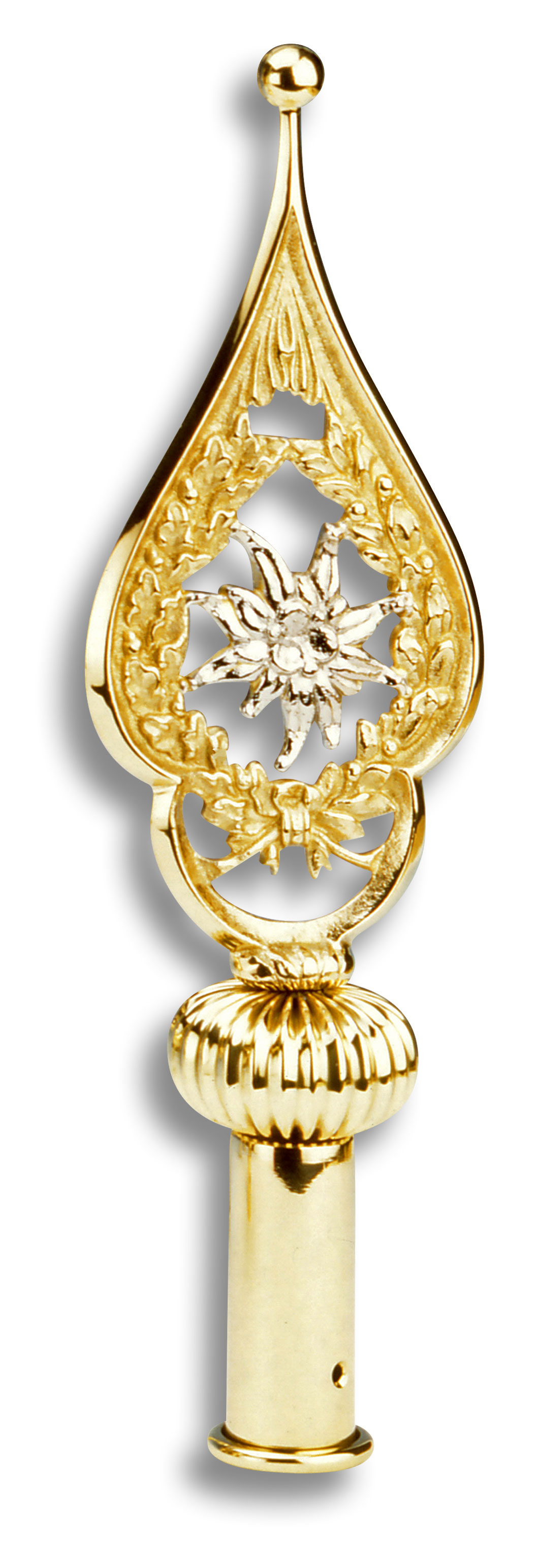 Mit silbernem Edleweiß in der Mitte, umgeben von goldener Verzierung