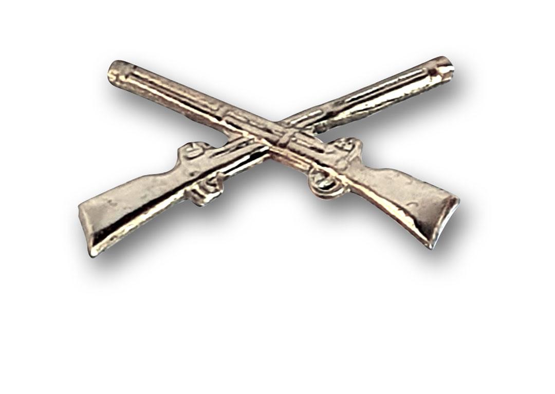 silberne gekreuzte Gewehre für Schulterstück