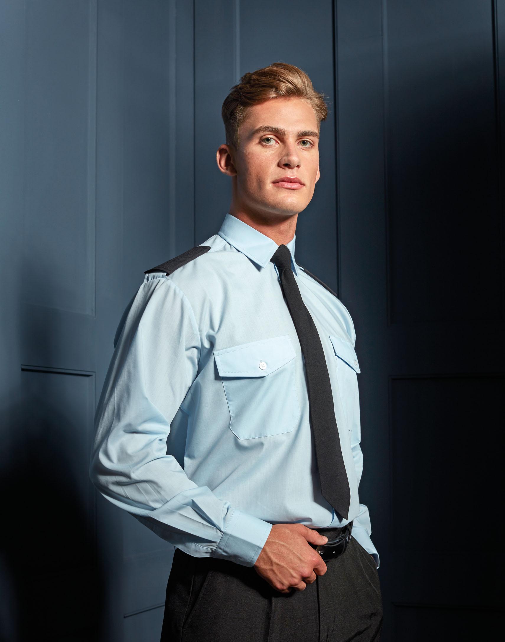 hellblaues Pilotenhemd mit Schulterlaschen und 2 Brusttaschen